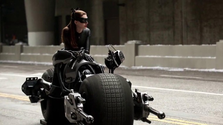 Anne-Hathaway-2012-wallpapers-Catwoman-from-Dark-Knight-rises-1oet.com-19